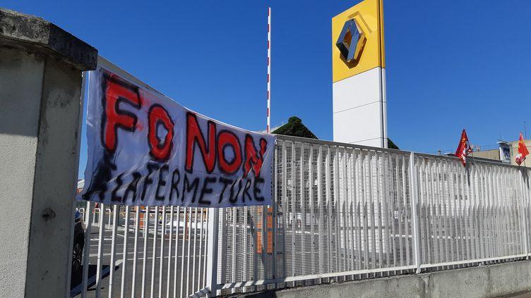 Banderolecontre la fermeture de l'usine Renault de Choisy-le-Roi (Val-de-Marne), le 29 mai 2020 (HAJERA MOHAMMAD / FRANCE BLEU PARIS / RADIO FRANCE)