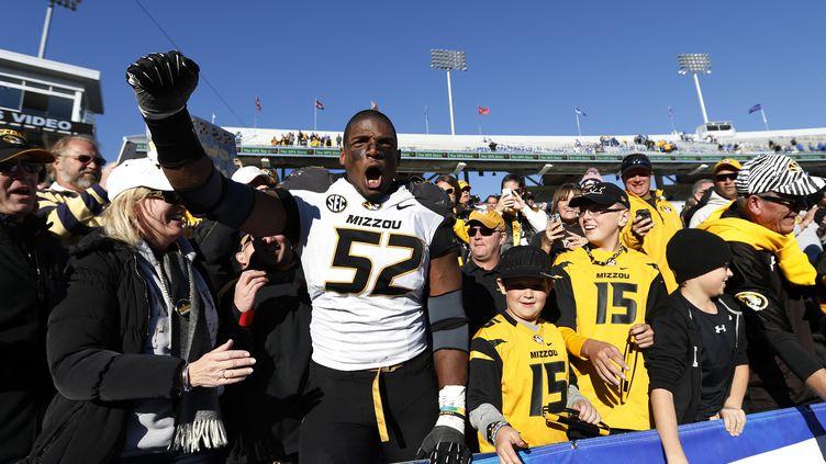Michael Sam, joueur de football américain de l'équipe universitaire du Missouri, le 9 novembre 2013 à Lexington (Kentucky, Etats-Unis). (JOE ROBBINS / GETTY IMAGES NORTH AMERICA)