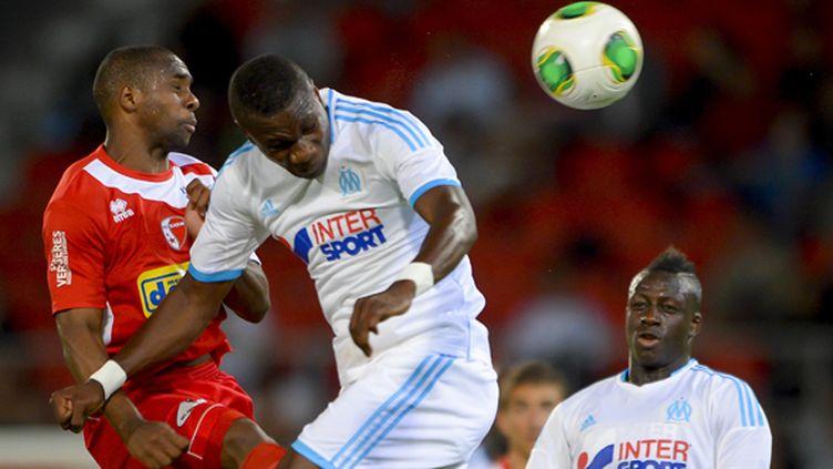 Le joueur de Sion Jagne Pa Modou (à gauche) face à Marcellin Anani et Benjamin Mendy (FABRICE COFFRINI / AFP)