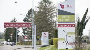L'entrée de l'hôpital de Mulhouse (Haut-Rhin), le 17 mars 2020. (SEBASTIEN BOZON / AFP)
