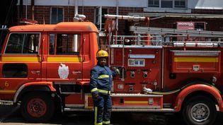Sibusisiwe Gumbo,soldate du feu de 46 ans, dans sa caserne à Bulawayo, seconde ville du Zimbabwe, le 26 janvier 2019. (ZINYANGE AUNTONY / AFP)