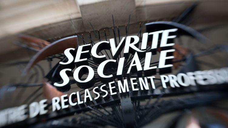 Une agence de la sécurité sociale le 29 avril 2012 à Paris. (LOIC VENANCE / AFP)