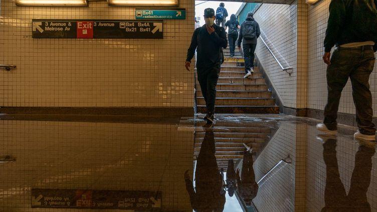 Inondation dans le métro à New-York, ici dans le quartier du Bronx.Despluies torrentiellesfrappé la ville dans la nuit du 1er au 2 septembre. (DAVID DEE DELGADO / GETTY IMAGES NORTH AMERICA)