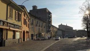 Les habitants de Codogno en Lombardie (Italie) sont priés de rester chez eux. Le journaliste Alban Mikozy est en direct pour faire le point sur la situation. (FRANCE 3)