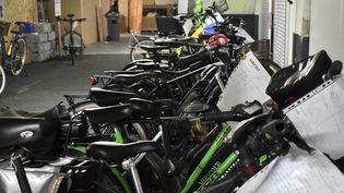L'atelier de lastart-up Virvolt à Paris, qui électrifie des vélos mécaniques, le 20 octobre 2021. (DIMITRI MORGADO / RADIO FRANCE)