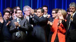 Le député UMP de Paris François Fillon et ses soutiens, le 26 février 2013 à La Mutualité (Paris). (ERIC FEFERBERG / AFP)