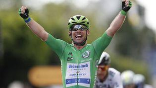 Le Britannique Mark Cavendish lors de sa victoire à Châteauroux, jeudi 1er juillet 2021. (GUILLAUME HORCAJUELO / AFP)