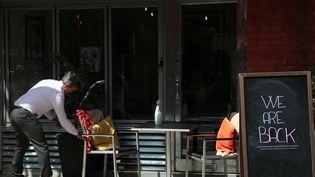 Angleterre : une réouverture des restaurants et des lieux de culture sous surveillance (France 2)
