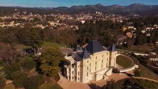 """France 3 vous emmène dans le château qui a inspiré le roman autobiographique de Marcel Pagnol """"Le Château de ma mère"""". Il a marqué l'enfance provençale de écrivain. Une histoire émouvant entre un lieu et un homme. (FRANCE 3)"""