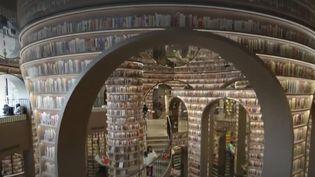 En Chine, des librairies aux allures de cathédrales et de musées redonnent goût à la lecture. (FRANCE 2)