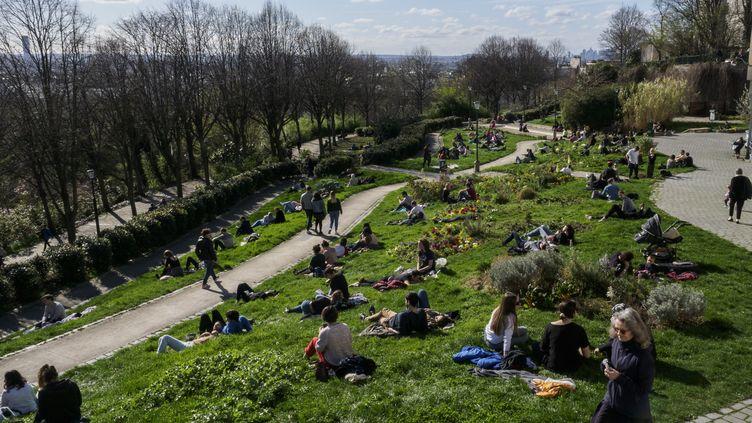 Le parc de Belleville, à Paris, dimanche 15 mars 2020. (HERVE LEQUEUX / HANS LUCAS / AFP)