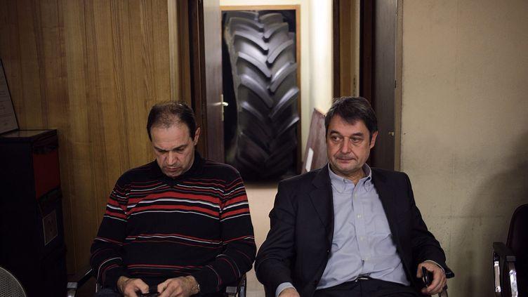 Le directeur de production Michel Dheilly et le directeur des ressources humaines Bernard Glesser de l'usine Goodyear Amiens-Nord (Somme), lors de leur séquestration, le 6 janvier 2014. (  MAXPPP)