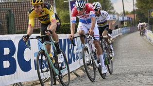 Wout Van Aert,Mathieu van der Poel etJulian Alaphilippe, ici pendant le Tour des Flandres 2020, vont de nouveau se jouer la victoire d'étape vendredi. (DIRK WAEM / BELGA MAG)
