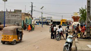 Une rue à Agadez, au Niger, le 5 avril 2017. (ISSOUF SANOGO / AFP)