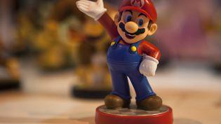 Une figurine de Mario est exposée durant la Semaine des jeux vidéos à Madrid (Espagne), le 2 octobre 2015. (SEBASTIEN BERDA / AFP)