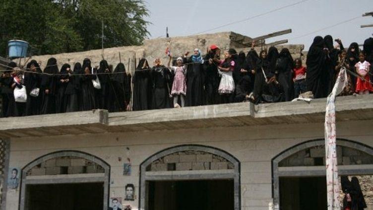 Des femmes de Taez fêtent le départ du président Saleh pour Riyad, où il se fait soigner (5 juin 2011) (AFP / Mohammed Huwais)