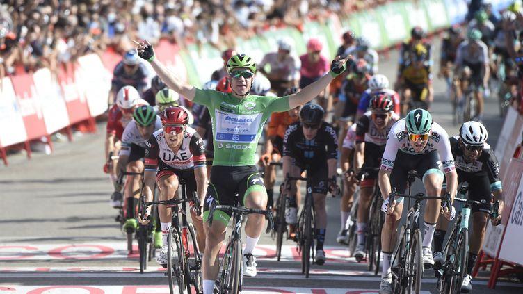 Le sprinter néerlandais Fabio Jakobsen a remporté sa troisième victoire d'étape sur la Vuelta à Santa Ceruz de Bedena, mardi 31 août 2021. (MIGUEL RIOPA / AFP)