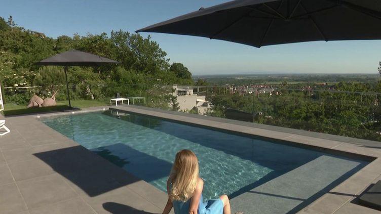 Consommation : le boom des ventes de piscines individuelles. (FRANCE 2)
