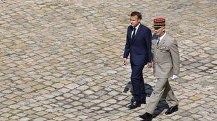 Emmanuel Macron et lechef d'état-major des armées, le général François Lecointre, le 21 juillet 2021 à Paris. (LUDOVIC MARIN / AFP)