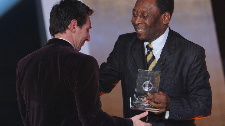 Messi et Pelé, lors d'une cérémonie de la FIFA en 2012 (FRANCK FIFE / AFP)