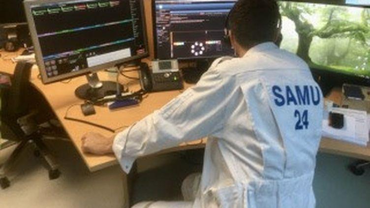 Le centre de régulation des urgences au centre d'appel Samu 15 de l'hôpital de Périgueux (Dordogne), le 11 décembre 2020. (HARRY SAGOT / RADIO FRANCE)