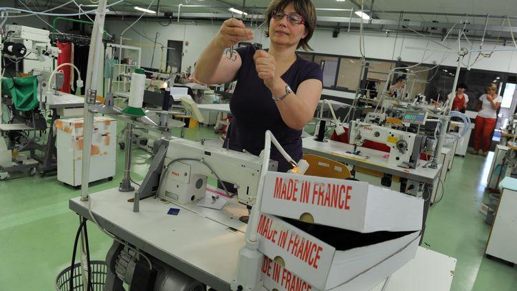 Préparation d'une vente éphémère de lingerie Monette,à Bourg-en-Bresse (Ain), le 18 juin 2013. (  MAXPPP)