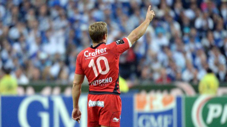 Jonny Wilkinson (Toulon) plaqué par Rodrigo Capo-Ortega et Richie Gray (Castres) (BORIS HORVAT / AFP)