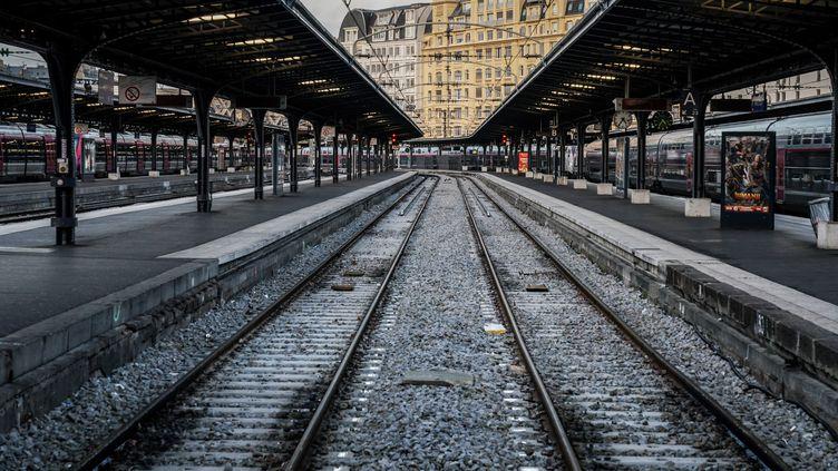 La gare de l'Est, à Paris, le 13 décembre 2019, au 9e jour de grève contre la réforme des retraites. (MARTIN BUREAU / AFP)