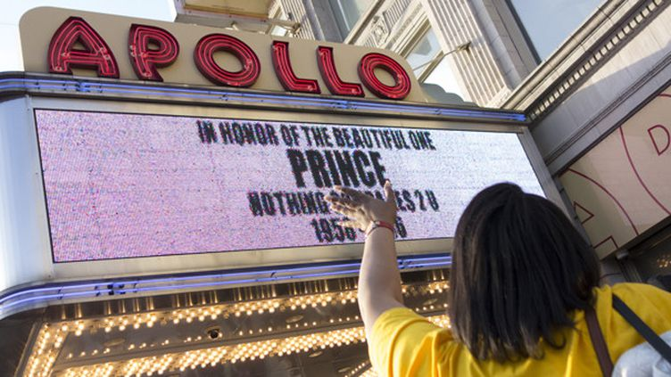 Prince au fronton de l'Apollo  (Don Emmert/AFp)
