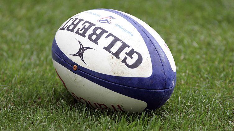 Un ballon de rugby. (S?BASTIEN RABANY / PHOTONONSTOP / AFP)