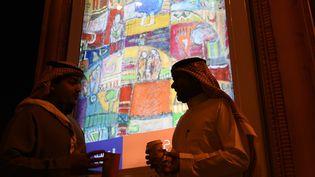 Une exposition de peinture dans les rue de Ryad en Arabie saoudite  (FAYEZ NURELDINE / AFP)