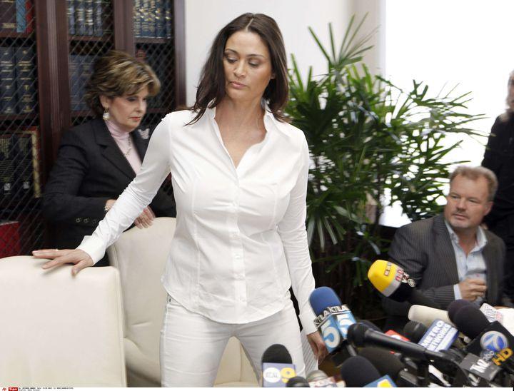 L'actrice britannique Charlotte Lewis lors d'une conférence de presse à Los Angeles, le 14 mai 2010, au sujet de ses accusations contre Roman Polanski. (REED SAXON / AP / SIPA)