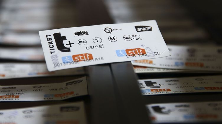 Un ticket de métro usagé servant à se déplacer en Ile-de-France, photographié le 22 avril 2018. (LODI FRANCK / SIPA)