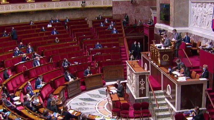"""Loi """"sécurité globale"""" : malgré la polémique, l'Assemblée nationale adopte l'article 24 (FRANCE 2)"""