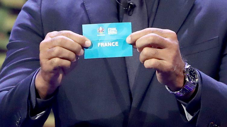 Lors du tirage au sort de l'Euro 2020, le 30 novembre 2019 à Bucarest (Roumanie). (CHRISTIAN CHARISIUS / DPA)