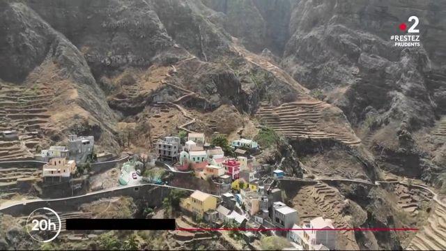 Cap-Vert : un petit village, perché dans les montagnes, offre un panorama hors du commun