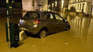 Les rues de Morlaix submergées par les eaux,dans le nord-est du Finistère. (FRED TANNEAU / AFP)