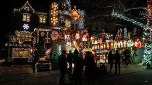 Illuminations de Noël à New York, le 11 décembre 2018. (ATILGAN OZDIL / ANADOLU AGENCY / AFP)