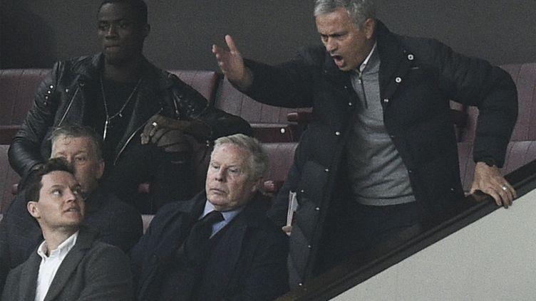 L'entraîneur de Manchester United, José Mourinho, furieux après son expulsion (OLI SCARFF / AFP)