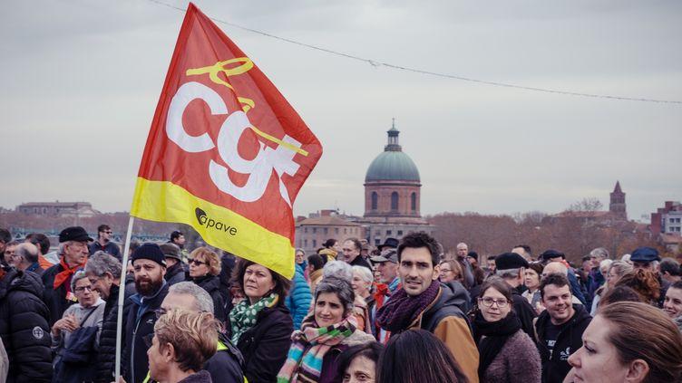 Des manifestants contre la réforme des retraites, à Toulouse (Haute-Garonne), le 5 décembre 2019. (LILIAN CAZABET / HANS LUCAS / AFP)