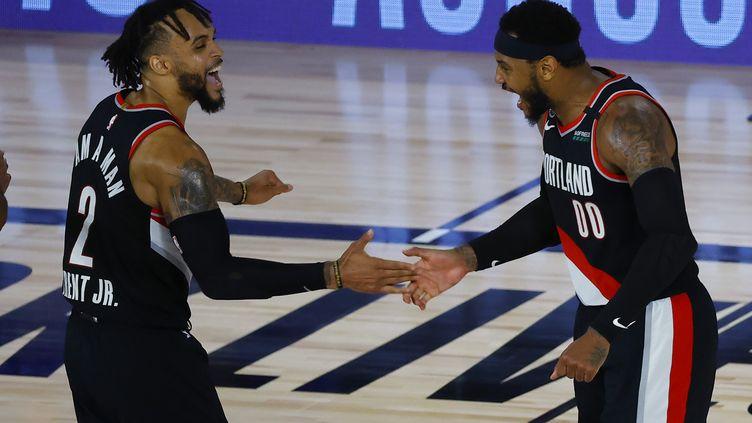 La joie des joueurs des Portland Trail Blazers Gary Trent Jr et Carmelo Anthony (KEVIN C. COX / GETTY IMAGES NORTH AMERICA)