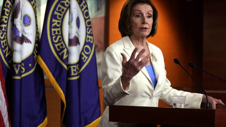 La présidente démocrate de la Chambre des représentants, Nancy Pelosi, lors d'une conférence de presse à Washington, le 24 juin 2021. (ALEX WONG / GETTY IMAGES NORTH AMERICA / AFP)