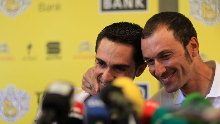 Ivan Basso aux côtés d'Alberto Contador. (LE DEODIC DAVID / MAXPPP)