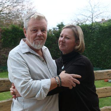 Danny et Jen à leur domicile près de Dunkerque (Nord), le 10 novembre 2020. (VALENTINE PASQUESOONE / FRANCEINFO)