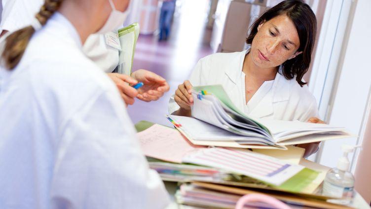 Une pédiatre de l'hôpital deSaintes (Charente-Maritime), le 22 septembre 2009. (BURGER / GETTY  )