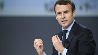 Emmanuel Macron en meeting à la Mutualité à Paris, le 21 février 2017 (LIONEL BONAVENTURE / AFP)