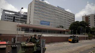 L'hôtel Novotel d'Abidjan, en Côte d'Ivoire, le 8 avril 2011. (JANE HAHN / EPA)