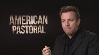 """Mercredi 28 décembre sort sur nos écrans de cinéma une adaptation d'un monument de la littérature américaine, """"American Pastoral"""", qui raconte la vie brisée d'un couple de riches Américains à la fin des années 60. (France 3)"""