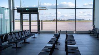 Une salle d'embarquement vide, à l'aéroport de Berlin Brandenburg, le 5 novembre 2020. (BERND VON JUTRCZENKA / DPA / AFP)