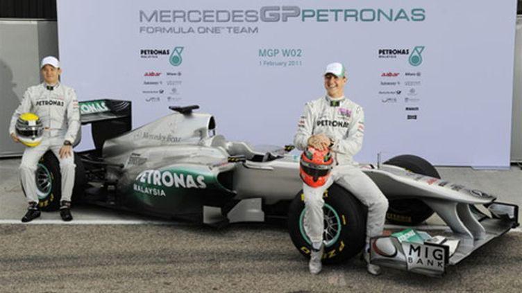 Michael Schumacher et Nico Rosberd sur leur nouveau bolide, la MGP W02